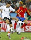 图文:德国VS西班牙 赫迪拉停球