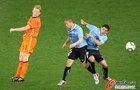 图文:乌拉圭VS荷兰 库伊特争顶