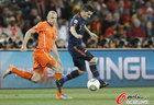 图文:荷兰VS西班牙 比利亚带球