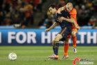 图文:荷兰VS西班牙 布斯克茨防守