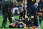 图文:荷兰VS西班牙 阿隆索痛苦倒地