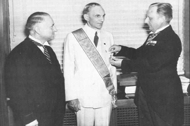福特被授予德国鹰大十字勋章――德国的最高荣誉