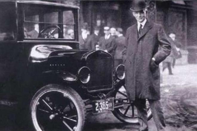 福特和他所推出的T型车