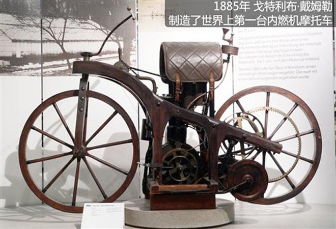 戴姆勒研制的第一台内燃机摩托车