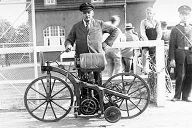世界上第一辆摩托车