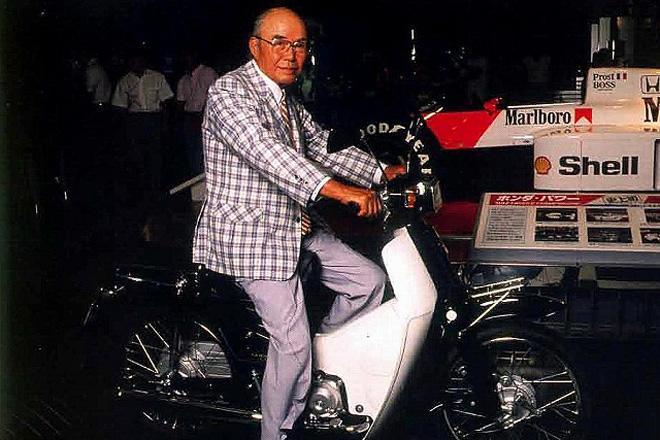 本田宗一郎与他酷爱的本田摩托