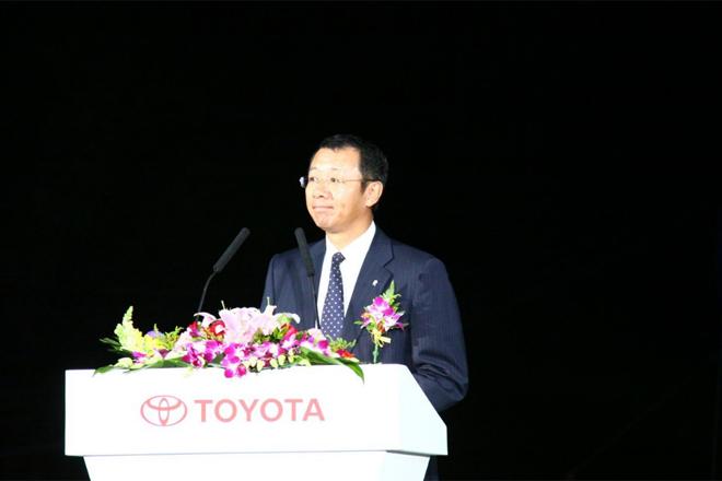 今年一汽丰田55万辆的年销售目标不变,日前,在一汽丰田花冠王终极节油耐力测试活动启动仪式上,一汽丰田汽车销售有限公司副总经理高放再次重申了这个目标。今年的日本地震对一汽丰田的销量影响约为5万辆,但这并不妨碍高放完成全年销售任务的决心,高放表示,下半年一汽丰田肯定会发力冲量。一汽丰田向来以谨慎著